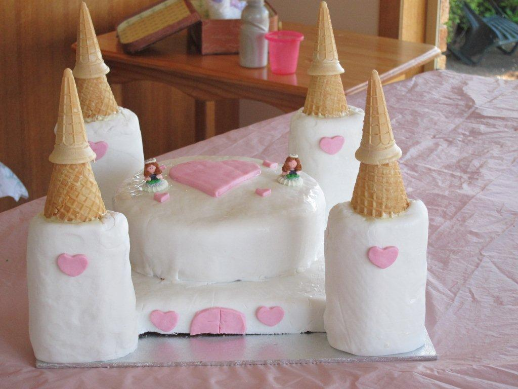 threelilprincessescom How to make a Princess Castle Birthday Cake